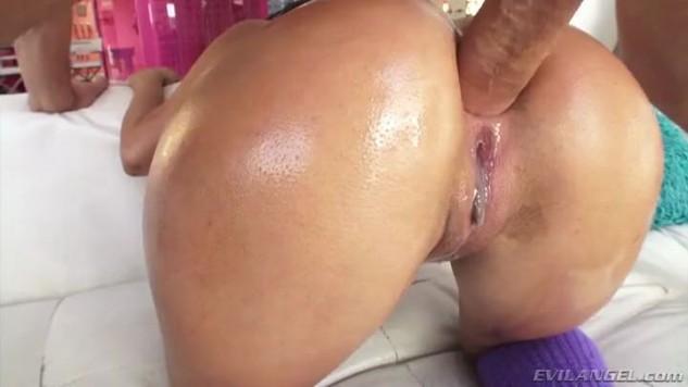 Phat ass Latina Vanessa Sky - rauer Anal & Ölbrunnen aus dem Arsch