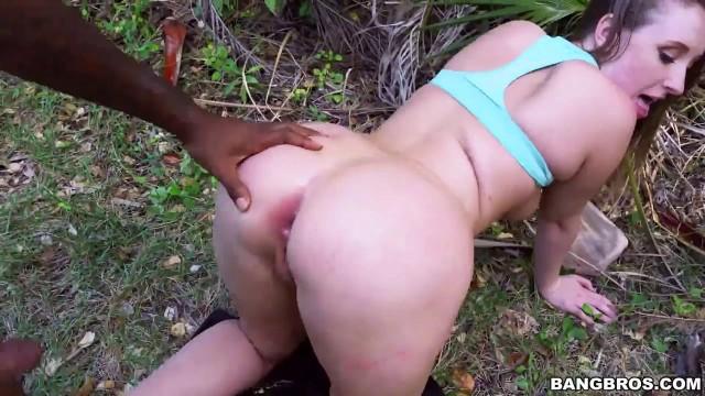 Big Ass Harley Jade nimmt nach dem Fitness-Workout harten Analsex