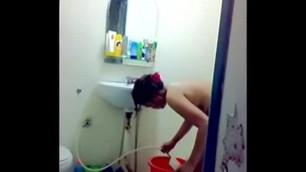 indonesia- rakam ceweknya mandi