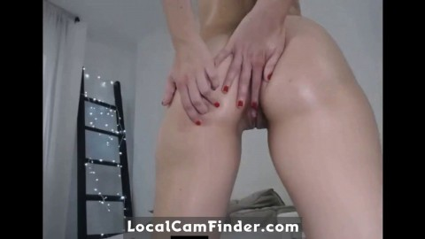 Webcam Slut Shakes Her Ass and Plays with her Pussy
