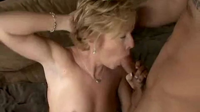 Hot chanel mom carrera my friends