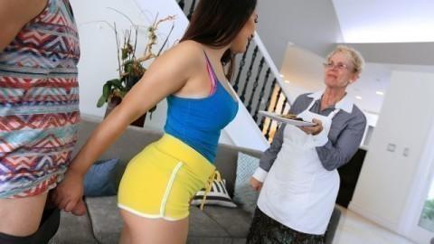 Valentina Nappi Shows Her Thick Ass