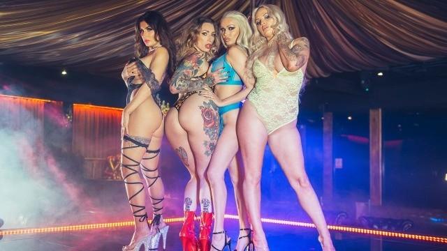 Striptease-Show beim Junggesellinnenabschied wird zu einer wilden Orgie