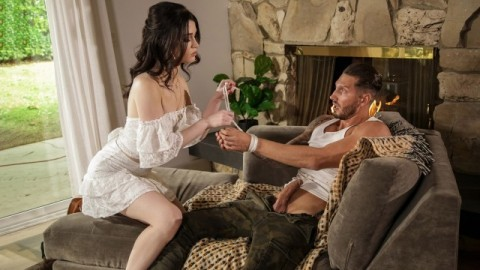 Babes - Evelyn Claire In A Handful