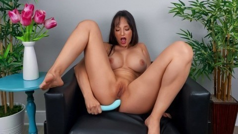 Lexi Luna Wants You To Cum Over